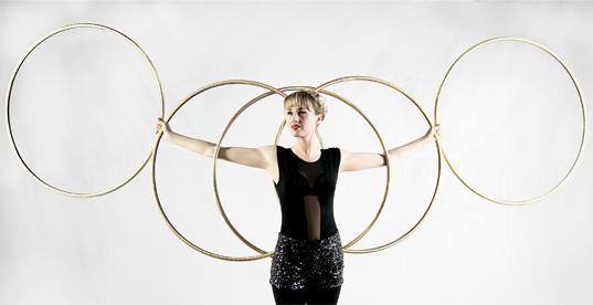 Hula hoop Isabella Hoops performer